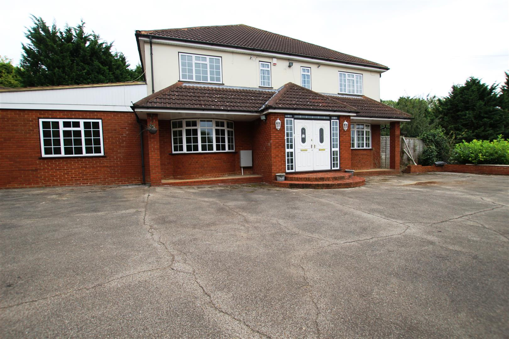 13 Bedrooms Detached House for sale in Chalk Hill, Dunstable